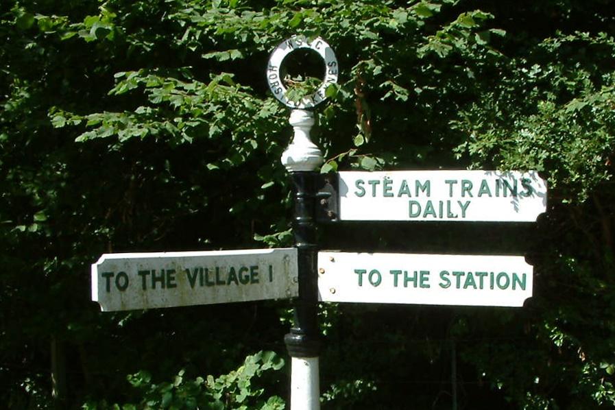 Direction sign at Horsted Keynes Station